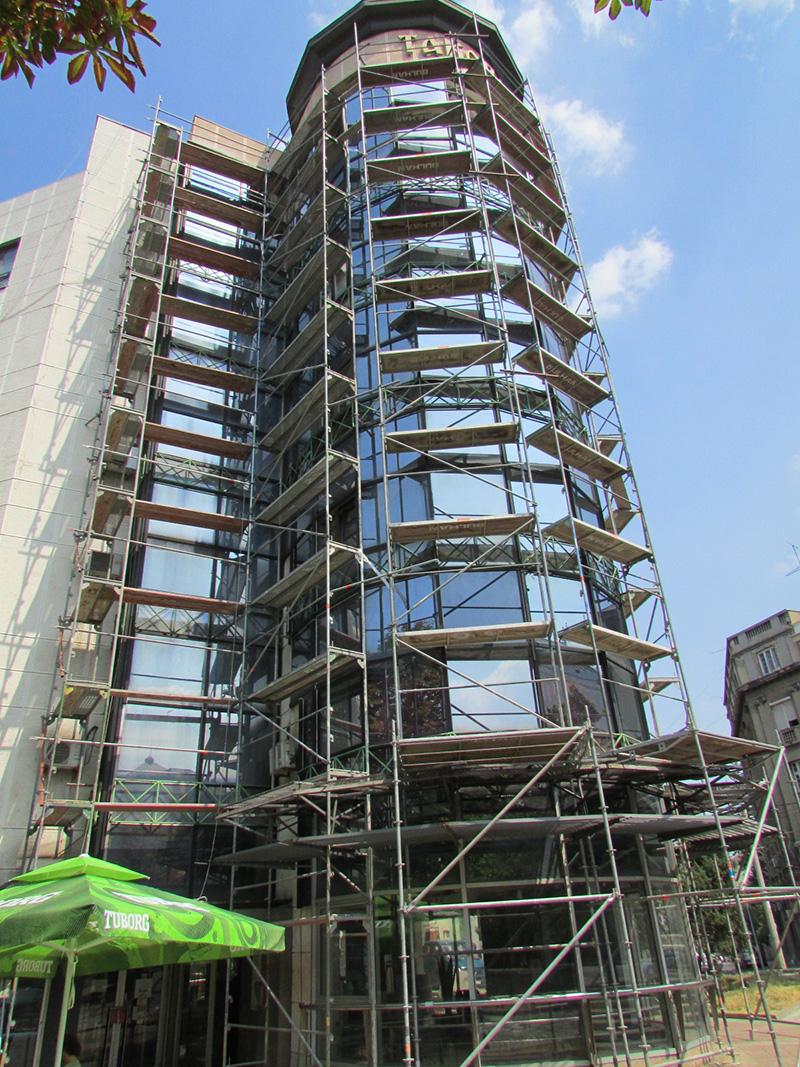 Iznajmljivanje visesmernih fasadnih skela